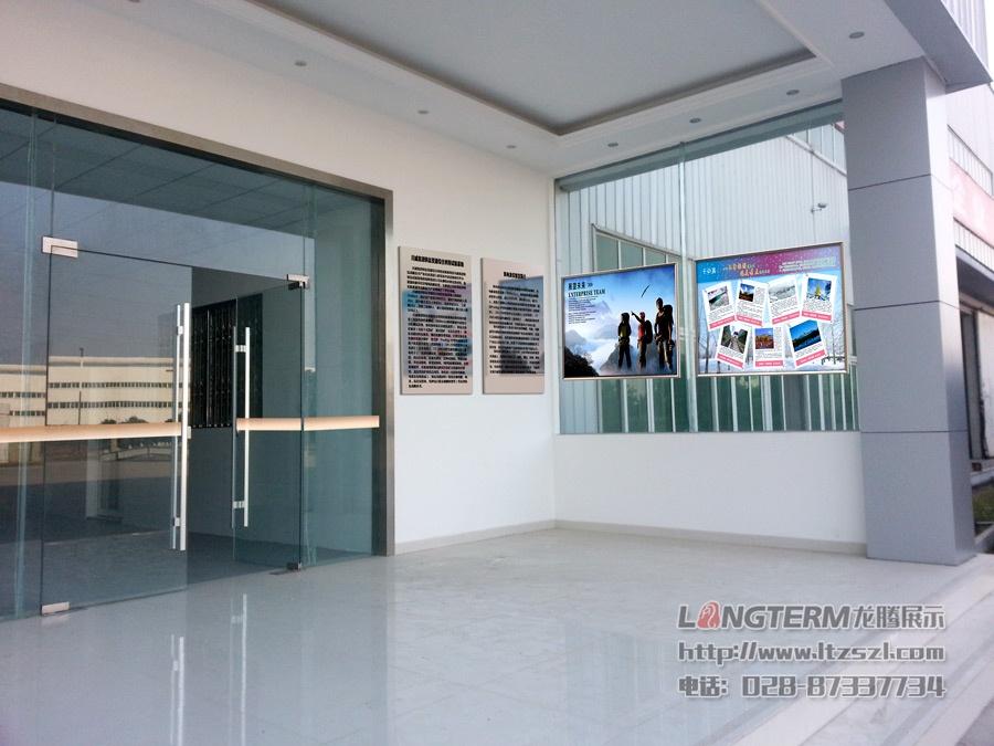 大门及玻璃墙:川威集团龙泉处文化氛围营造和导视